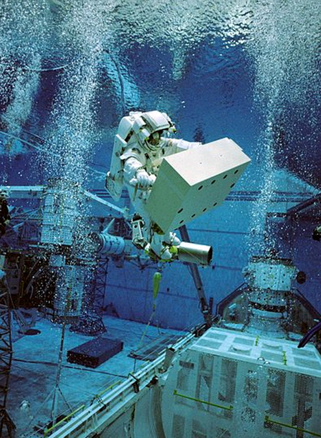 Christer Fulesang underwater EVA training simulation for STS-116