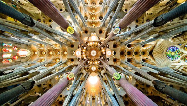 TENSEGRITY GAUDI 1024px-Sagrada_Familia_nave_roof_detail