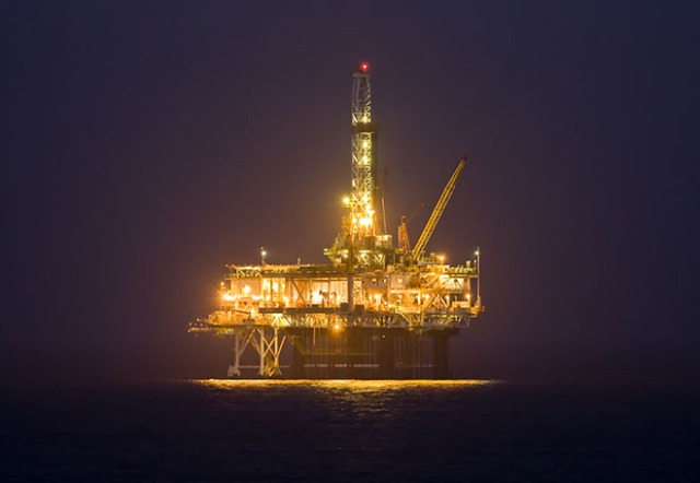 offshore-oil-rig-660