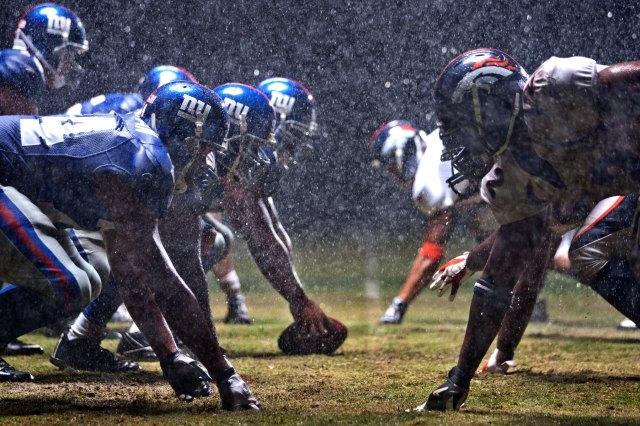 HELMET HELMET giants_broncos_rain