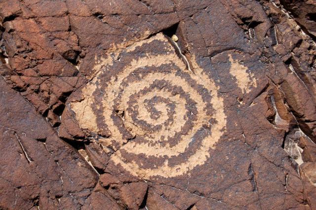 SPIRAL Chuckwalla-Spring-spiral-petroglyph