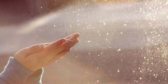 Dust hands